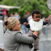 Charlize Theron : Son fils Jackson, craquant à Paris, dans les bras de sa mamie