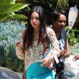 Vanessa Hudgens s'apprête à retrouver des amis à Los Angeles, le mercredi 9 mai 2012.