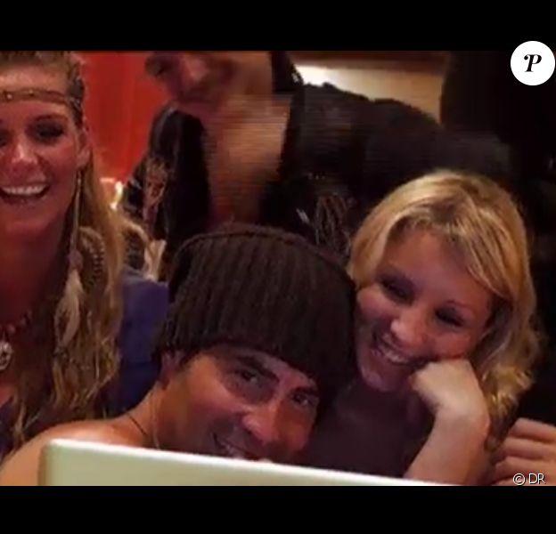 Sofiane profite de l'appel à Los Angeles pour faire quelques déclarations à Nabilla dans Les Anges de la télé-réalité 4 le lundi 14 mai 2012 sur NRJ 12