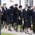 Les obsèques du comte Carl Johan Bernadotte de Wisborg, mort le 5 mai 2012 à l'âge de 95 ans, ont eu lieu le 14 mai dans sa ville de Bastad (sud de la Suède). La princesse Victoria, pour l'une de ses rares obligations depuis qu'elle a accouché de la princesse Estelle, était en pleurs à l'issue de l'office, très marquée par la disparition de son grand-oncle...