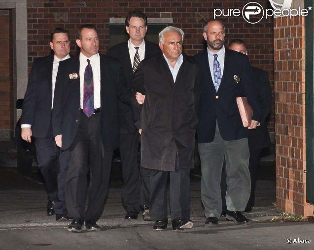 Dominique Strauss-Kahn menotté au lendemain de son arrestation à New York, le 15 mai 2012.