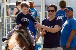 Johnny Knoxville : Un après-midi complice avec son mignon petit Rocko