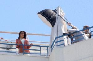Eva Longoria pose pour un shooting glamour... et très venteux !
