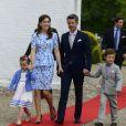 Le prince Frederik et la princesse Mary de Danemark arrivent avec leurs deux aînés, le prince Christian et la princesse Isabella, pour le baptême de la princesse Athena, 4 mois.   La princesse Athena Marguerite Françoise Marie de Danemark, née le 24 janvier 2012 de l'amour du prince Joachim et de la princesse Marie, a été baptisée le 20 mai 2012 en l'église de Møgeltønder.