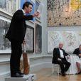 La souveraine Elizabeth II avait rendez-vous avec des centaines de personnalités britanniques majeures du monde des arts, le 23 mai 2012 à la Royal Academy of Arts de Londres, dans le cadre de son jubilé de diamant. Remise de prix à des étudiants, compliments en pagaille et bonne humeur étaient au programme de Sa Majesté.
