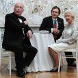 Elizabeth II avait rendez-vous avec des centaines de personnalités britanniques majeures du monde des arts, le 23 mai 2012 à la Royal Academy of Arts de Londres, dans le cadre de son jubilé de diamant. Remise de prix à des étudiants, compliments en pagaille et bonne humeur étaient au programme de Sa Majesté.