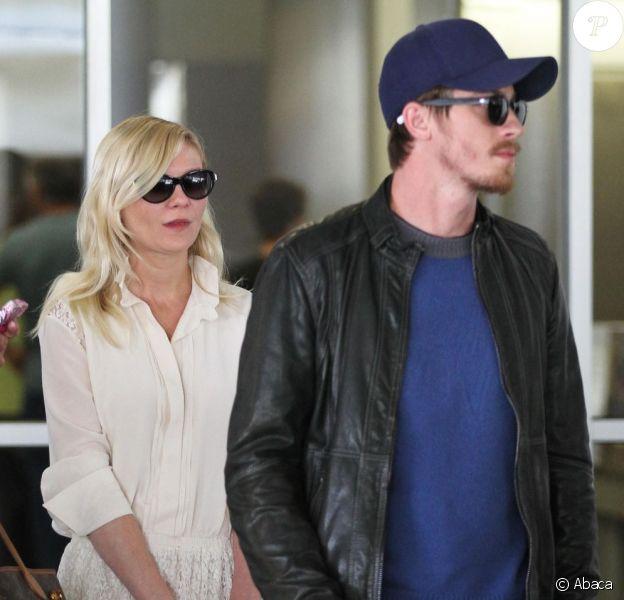 Kirsten Dunst et Garrett Hedlund, le couple n'a toujours pas officialisé. A Los Angeles. Le 26 mai 2012.