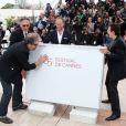 Gustave Kervern, Benoît Poelvoorde, Benoît Delépine et Albert Dupontel démontent le décor lors du photocall du film  Le Grand Soir , Festival de Cannes, le 22 mai 2012.