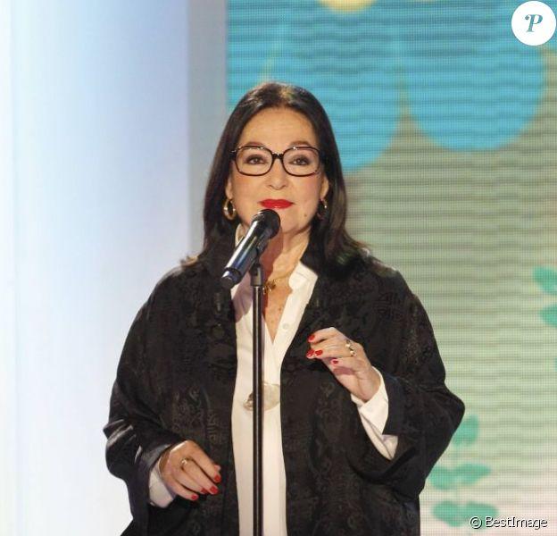 Nana Mouskouri sur le plateau de Vivement dimanche, le 22 février 2012.
