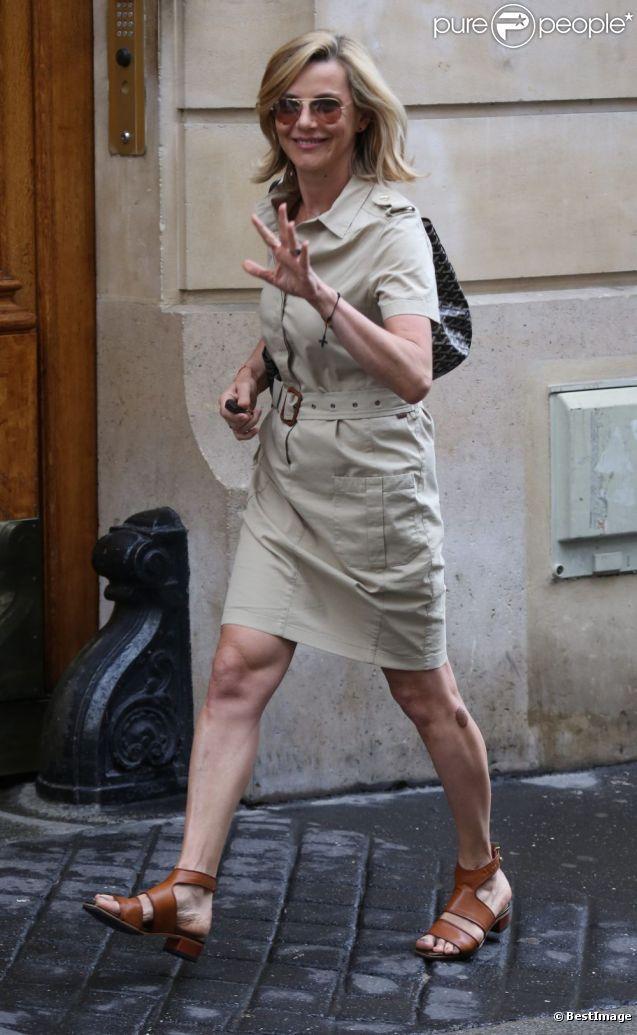 Laurence Ferrari dans les rues de Paris, le 1er juin 2012.