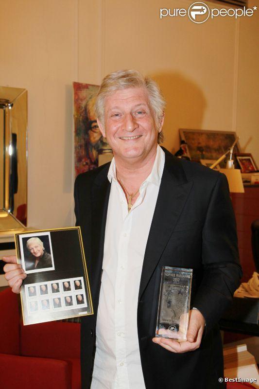 Patrick Sébastien reçoit le Trophée Marianne de La Poste, le vendredi 1er juin 2012 à Paris.