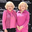 Betty White découvre son double de cire, au musée de Madame Tussaud à Hollywood, le 4 juin 2012