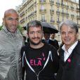 """""""Zinédine Zidane, Grégoire et Guy Alba le 7 juin 2012 lors d'une journée de mobilisation organisée par ELA dans les rues de Paris près du Parc Monceau"""""""