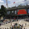 Un peu de musique, place des Mousquetaires. Malgré la météo peu amène, les people étaient nombreux au rendez-vous de la finale féminine de Roland-Garros, samedi 9 juin 2012, pour assister au premier sacre à Paris de Maria Sharapova.