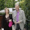 Etienne Mougeotte et sa femme. Malgré la météo peu amène, les people étaient nombreux au rendez-vous de la finale féminine de Roland-Garros, samedi 9 juin 2012, pour assister au premier sacre à Paris de Maria Sharapova.