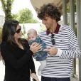 Gustavo Kuerten, qui sera intronisé le 14 juillet au Tennis Hall of Fame, était présent avec sa femme Mariana et leur bébé de 4 mois, Maria Augusta. Malgré la météo peu amène, les people étaient nombreux au rendez-vous de la finale féminine de Roland-Garros, samedi 9 juin 2012, pour assister au premier sacre à Paris de Maria Sharapova.
