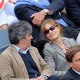 Isabelle Huppert avec son compagnon. Les people étaient nombreux au rendez-vous de la finale féminine de Roland-Garros, samedi 9 juin 2012, pour assister au premier sacre à Paris de Maria Sharapova.