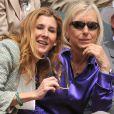 Monica Seles, appelée à remettre la coupe Suzanne Lenglen, et Martina Navratilova. Les people ont fait honneur en nombre au triomphe de Maria Sharapova à Roland-Garros, qui a remporté samedi 9 juin 2012 pour la première fois les Internationaux de France, aux dépens de l'Italienne Sara Errani.