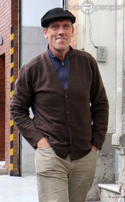 Hugh Laurie sort d'un déjeuner avec son épouse Jo Green chez El Obrero, un restaurant à Buenos Aires, Argentine, le 8 juin 2012