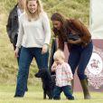 Kate Middleton, duchesse de Cambridge, assiste avec son chien Lupo à un match caritatif de polo auquel les princes William et Harry participent, à Westonbirt, le 17 juin 2012