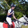 Les princes William et Harry participent à un match de polo caritatif, à Westonbirt, le 17 juin 2012
