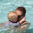 James Corden très tendre avec son fils Max en vacances à Miami le 18 juin 2012