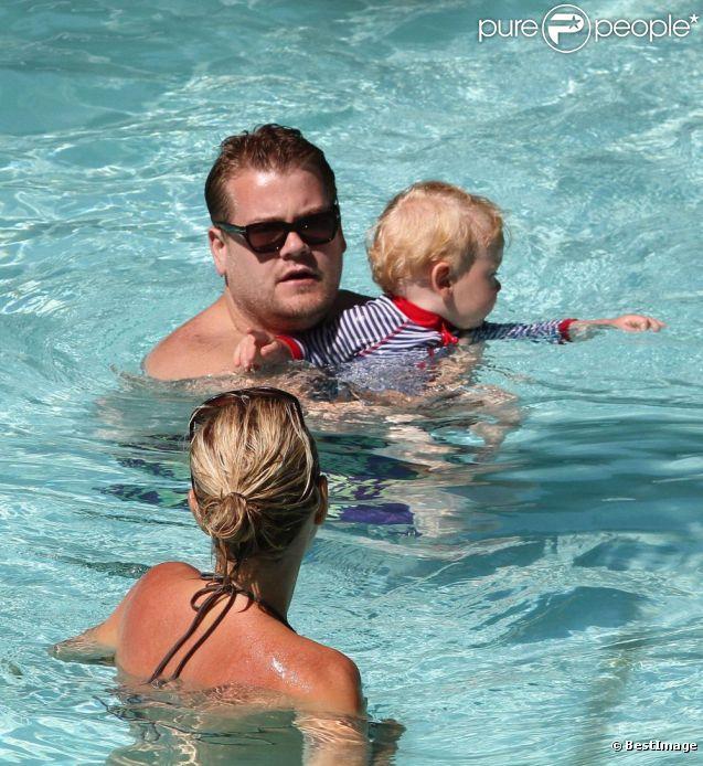 James Corden, sa fiancée Julia et leur fils Max, en vacances à Miami le 18 juin 2012
