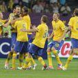 Zlatan Ibramivotich félicité par ses coéquipiers lors du match de l'équipe de France perdu face à la Suède le 19 juin 2012 à Kiev en Ukraine (2-0)