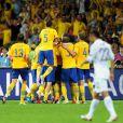 Les Suédois célèbrent leur victoire face à l'équipe de France le 19 juin 2012 à Kiev en Ukraine (2-0)