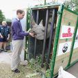 Le Prince William visite le parc Animalier Port Lympne Wild à Port Lympne le 6 juin 2012
