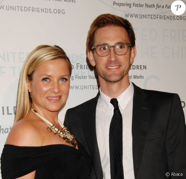 Jessica Capshaw et Christopher Gavigan lors de la soirée Brass Ring Award organisée par l'association United Friends of the Children à l'hôtel Beverly Hilton à Hollywood le 21 mai 201.