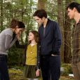 Nouvelles images du film Twilight - chapitre 5 : Révélation (2ème partie) avec Bella, Edward, leur fille Renesmée et leur ami Jacob