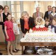 Le prince Laurent de Belgique avec sa femme la princesse Claire et leurs trois enfants lors du 50e anniversaire de la princesse Astrid, le 2 juin 2012.   Propriétaire d'une villa, la Casa Sofia, sur l'île de Panarea, au large de la Sicile, le prince a laissé les lieux à l'abandon, selon un envoyé spécial de Sudpresse.