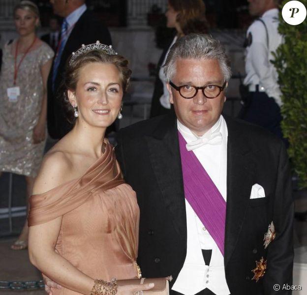 Le prince Laurent de Belgique (photo : avec sa femme la princesse Claire lors du mariage d'Albert et Charlene de Monaco, le 2 juillet 2011), propriétaire d'une villa, la Casa Sofia, sur l'île de Panarea, au large de la Sicile, a laissé les lieux à l'abandon, selon un envoyé spécial de Sudpresse.