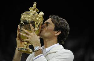 Wimbledon : Roger Federer en larmes après un septième titre historique à Londres