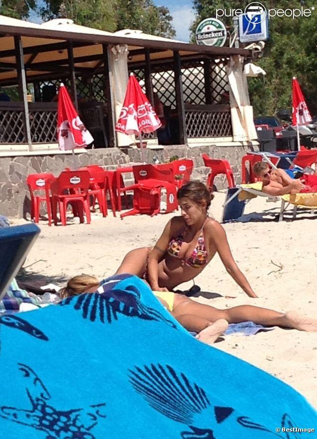 Elisabetta Canalis à la plage en Sardaigne le 6 juillet 2012
