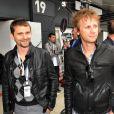 Matthew Bellamy et Dominic Howard dans le paddock du Grand Prix de Formule 1 de Grande Bretagne à Silverstone le 8 juillet 2012