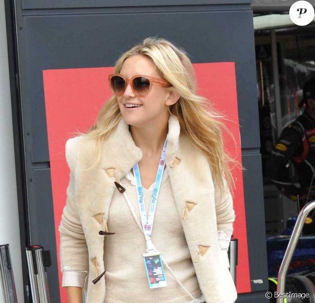 Kate Hudson dans le paddock du Grand Prix de Formule 1 de Grande Bretagne à Silverstone le 8 juillet 2012
