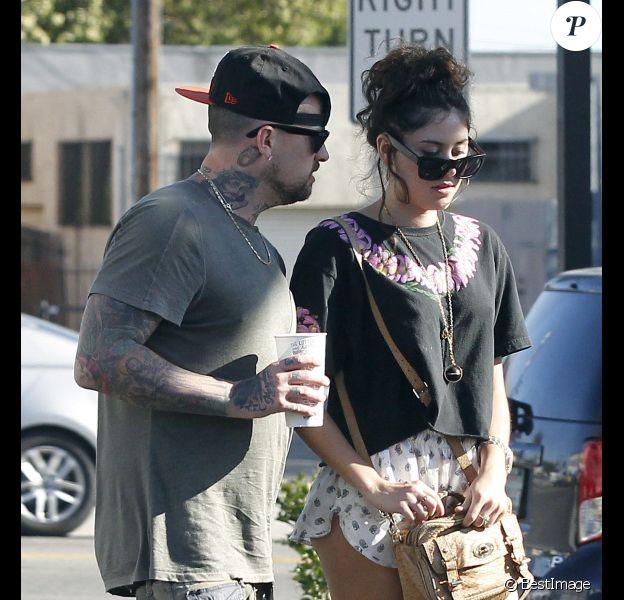 Benji Madden quitte un restaurant de Los Angeles avec sa petite amie, Eliza Doolittle, le samedi 7 juillet 2012.