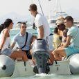 Robin van Persie, sa femme Bouchra, ses enfants Shaqueel et Dina ont investi la plage le 10 juillet 2012 sur l'île de Formentera