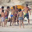 Daniel Alves le 10 juillet 2012 sur l'île de Formentera profite de ses vacances et fait admirer sa technique balle au pied