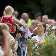 En présence de son adorable princesse Estelle, 5 mois, la princesse Victoria de Suède a célébré le 14 juillet 2012 son 35e anniversaire, comme chaque année à la villa Solliden, sur l'île d'Öland, entourée de ses parents, de son mari Daniel et de quelques milliers de compatriotes/fans.