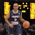 Tony Parker le 15 juillet 2012 lors du match entre l'équipe de France de basket et l'Espagne au Palais Omnisport de Paris-Bercy (défaite 70-75 des Bleus)