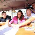Florent Manaudou avec sa soeur Laure et son beau-frère Fred Bousquet en juin 2011 lors du meeting de Carcassonne.   Florent Manaudou, à 21 ans, disputera à Londres ses premiers Jeux olympiques, au côté de sa soeur Laure Manaudou.