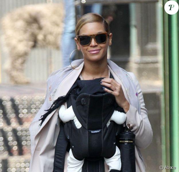 Beyoncé et sa fille Blue Ivy à New York, le 13 mars 2012.
