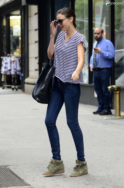 Préférence Miranda Kerr perchée sur ses baskets compensées Isabel Marant nous  VM98