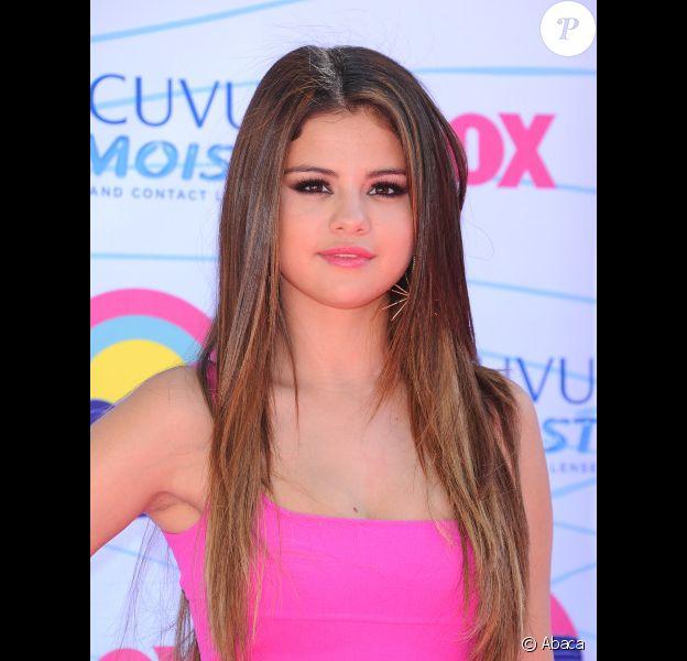 Selena Gomez pose lors de la cérémonie des Teen Choice Awards, à Los Angeles, le dimanche 22 juillet 2012.