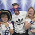 David Beckham apparaît par surprises auprès d'un jeune fan et de sa maman dans un studio photo improvisé par son sponsor Adidas