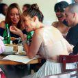 """""""Jennifer Lopez fête ses 43 ans avec un déjeuner au restaurant, entourée d'amis et de Casper Smart. New York, le 24 juillet 2012."""""""