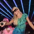 Paris Hilton met le feu aux nuits cannoises, au Palais Club, le 22 juillet 2012.